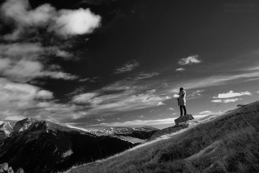 .tot observant un paisatge.