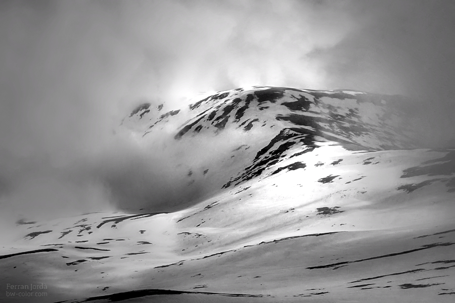 between clouds and snow / entre núvols i neu